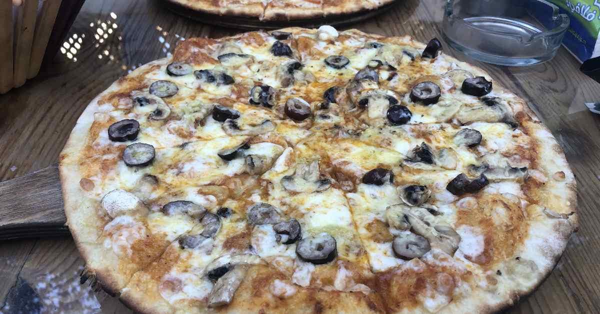 פיצה עם פטריות באת'נור